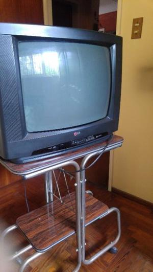 TV LG 20 pulgadas con control remoto y mesa de TV