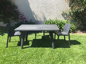 Vendo mesa de plástico con 3 sillas en perfecto estado