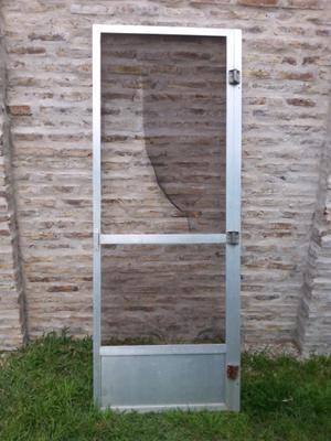 Puerta mosquitero de aluminio.