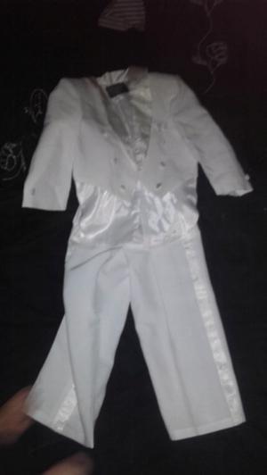 Conjunto Saco pingüino de vestir blanco y pantalon blanco