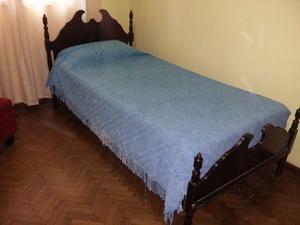 cama y colchon de una plaza