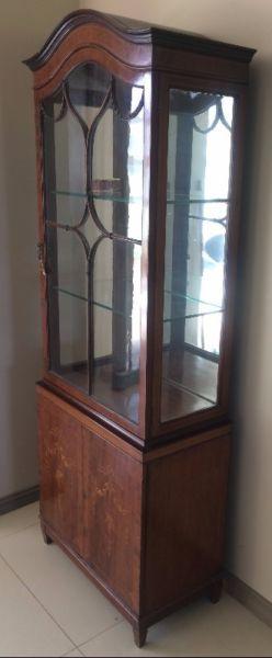 hermosa vitrina antigua impecable con marqueterie