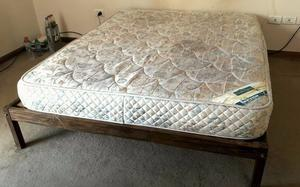 VENDO CAMA Y COLCHÓN DE RESORTES 2 PLAZAS (QUEEN SIZE)