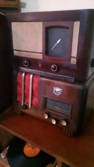 Varias radios antiguas