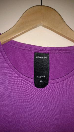 Remera Complot violeta TALLE M