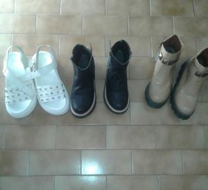 Vendo 1 par de sandalias hermosas y 2 pares de botas! $600.