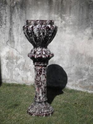 Pedestal de cerámica esmaltada con macetero