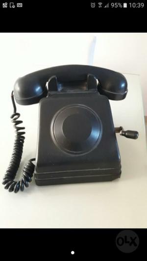Antiguo telefono de mesa