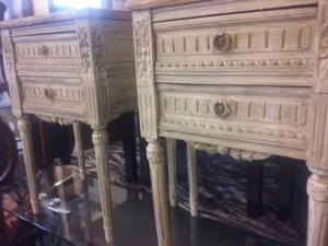 "2 bonitas mesas de luz ""LUIS XV"" con tapa en marmol"