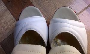 Sandalias altas con diseño