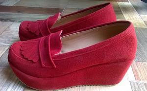 zapatos rojos gamuzados