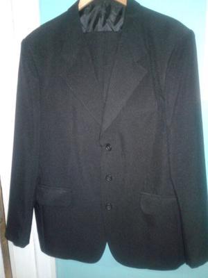 Vendo traje talle 48 negro seminuevo. Negociable