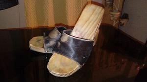 Sandalias tipo suecos de madera y cuero de vaca