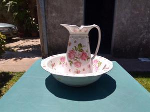 Antigua jarra y palangana de porcelana