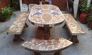 Juego De Mesa Y Bancos De Cemento Revestidas En Ceramica