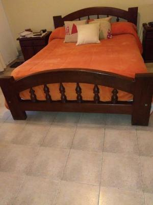 Mueble de cama de alagarrobo