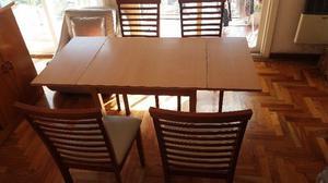 Mesa y 4 sillas en madera