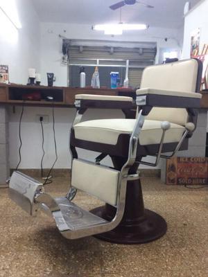 Sillón antiguo de peluquero barbero líquido hoy