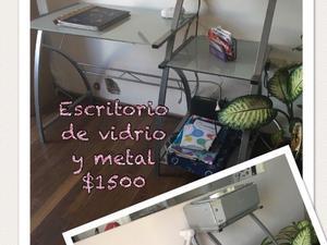 Vendo Escritorio de vidrio y metal.