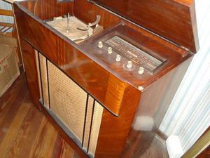 Vendo combinado antiguo con radio y tocadisco Winco