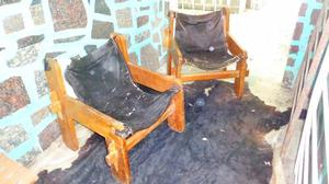 sillones de madera tapizado de cuero de vaca