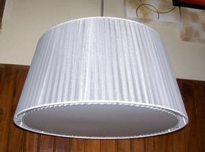 Hermosa lámpara de techo en organza beige