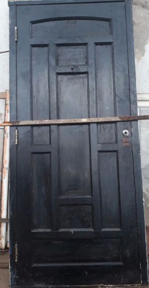 PUERTA FRENTE CON HERRAJES DE BRONCE EN MUY BUEN ESTADO