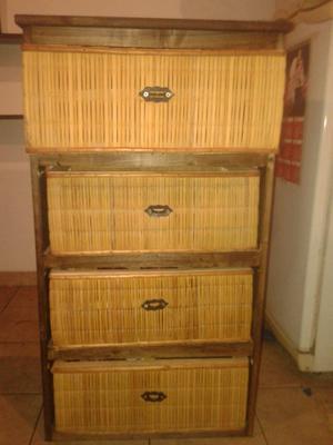 Vendo mueble de pino y junco