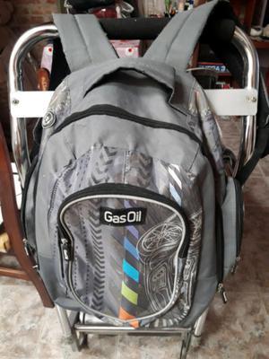 Vendo mochila gris en buen estado