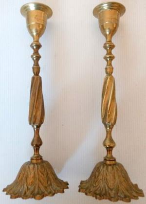 2 Candelabros de bronce trabajados