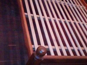 Vendo cama 2 1/2 plazas con 2 mesas de luz. Algarrobo