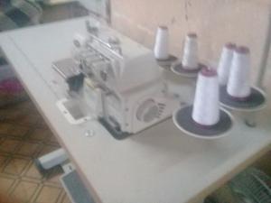 Vendo maquina de coser 5 hilos