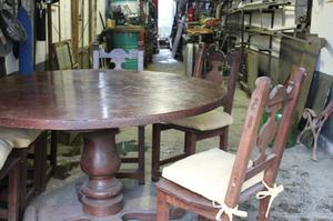 mesa redonda de algarrobo y 6 sillas
