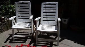 Vendo 2 sillones plásticos plegables casi nuevos