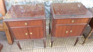 Antiguas mesas de luz estilo inglés de cedro