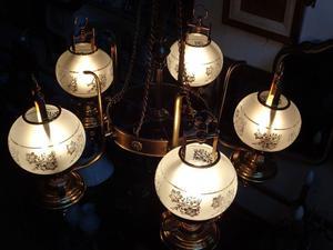 Bellísima araña de bronce de cinco luces. Antigua Saudade