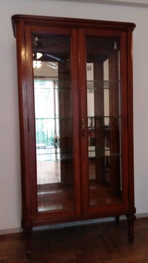 Cristalero estilo ingles con fondo de espejo