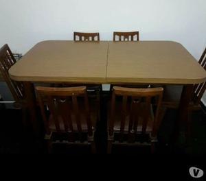 Juego de comedor mesa trampa y seis sillas excelente estado