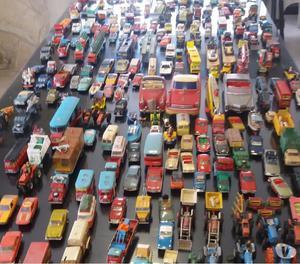 LOTE de 300 Autos de colección CORGI, DINKYS, MATCHBOX