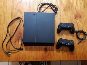PS4 en excelente estado con muy poco uso + juegos fisicos