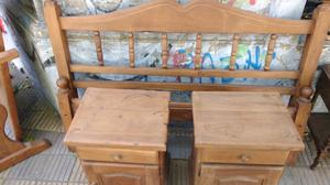 Cama de 2 plaza y mesas de luz de algarrobo