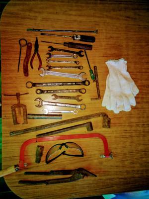 Bolso con herramientas varias