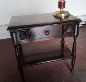 Mesa de luz negra de estilo, un cajón y revistero