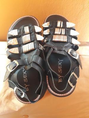 Vendo sandalias nuevas plataformas negras talle