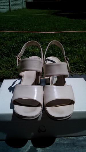 Zapatos blancos de cuero 35