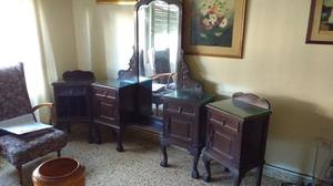 Antiguo juego de vestidor y mesas de luz de Roble
