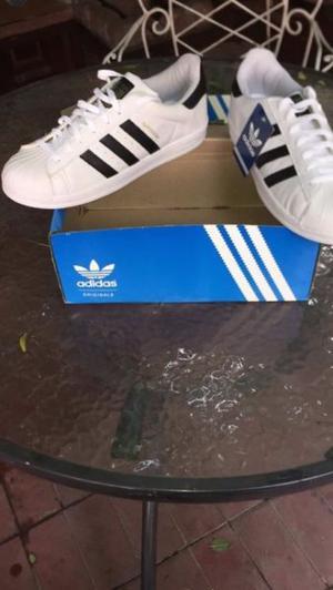 Vendo Adidas Superstar Originales nuevas en caja!
