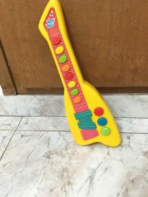 Guitarra de juguete con sonido