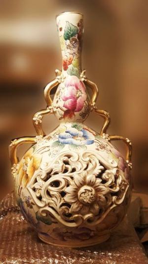 Jarrón antiguo de porcelana