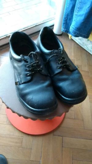 Liquido ya! Zapatos punta de acero en buen estado.
